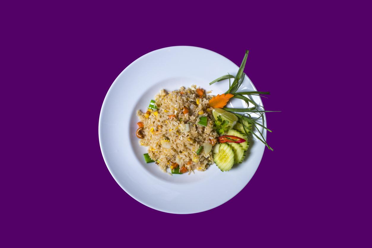 背景が紫色の食事