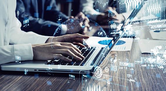 パソコンを操作する人とたくさんの幾何学的な数字